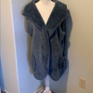 NWT Large Zenana Outfitters Faux Fur Cocoon Vest.